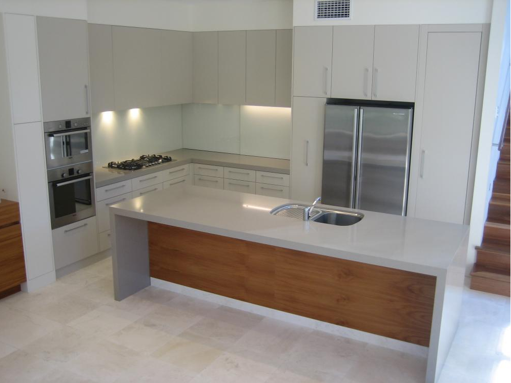 Polyurethane kitchen with stone tops and veneer island for Kitchen island bench
