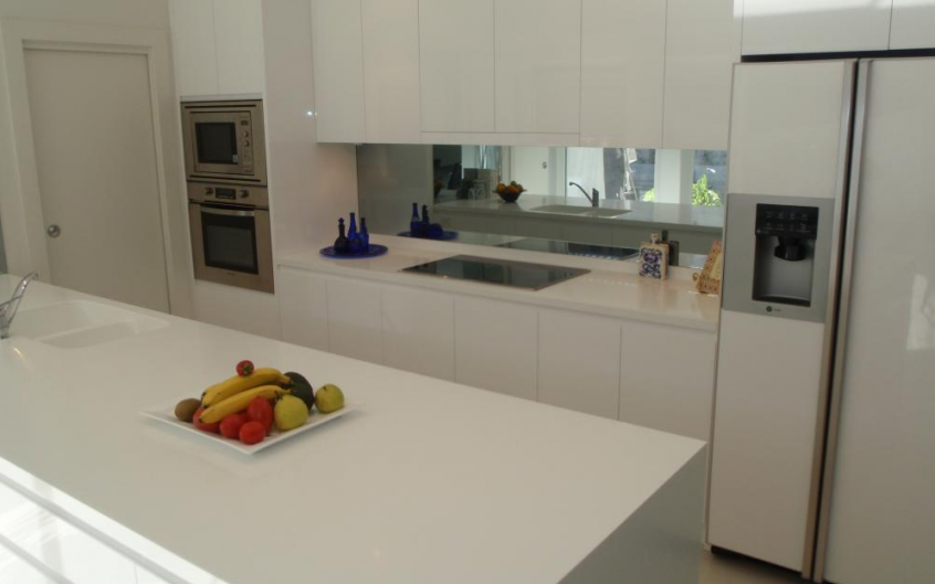 Polyurethane Kitchen With Finger Pull And Shadow Line