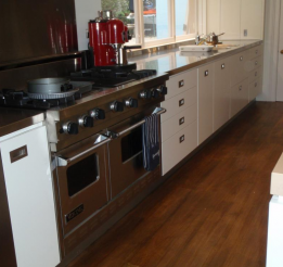 Polyurethane Kitchen With Recessed Handles And Stainless Benchtops